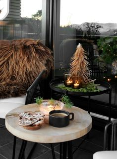 Christmas decoration for balcony cozy atmosphere faux fur lots of warmth Mini Christmas Tree, Green Christmas, Outdoor Christmas, Winter Christmas, Christmas Ornaments, New Years Decorations, Christmas Decorations, Holiday Decor, Minimal Christmas