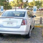 El propietario de este vehículo, se estaciona en el Parque Metropolitano, en un lugar destinado para personas con discapacidad, mientras él se pone a correr. Foto de reportero ciudadano anónimo.