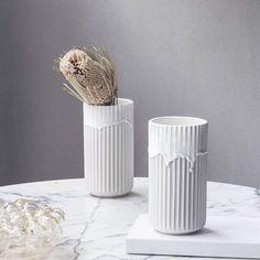 Lyngby Porcelain wit porseleinen vaas met running glaze kopen - Nordic Blends Porcelain Vase, Ceramic Vase, Vases, Glazing Techniques, Shops, Glazed Ceramic, Danish Design, Scandinavian Design, Decoration