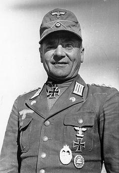 ✠ Hans Cramer (13 July 1896 – 28 October 1968) RK 27.06.1941 Oberstleutnant Kdr Pz.Rgt 8 15. Panzer – Division