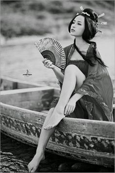 """""""La belleza sólo le pertenece al que la entiende, no al que la tiene"""". Carlos Fuentes"""