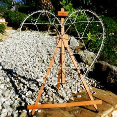 Heart and Easel Display 023 - This large wire heart is the perfect display for your table plan simply add cards €25