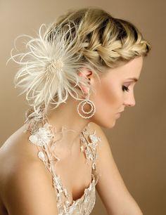 Great wedding accessory #bride #weddinghair #feathers