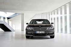 BMW has officially unveiled the 2016 BMW 7 Series sedan ahead of its public debut at the 2015 Frankfurt Motor Show. The next generation 7 Se - BMW News at CarTrade Serie Bmw, Bmw 1 Series, Bmw 750i, Bmw X3, Fast Sports Cars, Sport Cars, Bmw 535i M Sport, Quad, Bmw Range