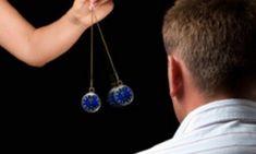 Má na vás niekto negatívny vplyv, ohovára vás a vy o tom ani neviete? Takto sa to hneď dozviete. FUNGUJE TO NA 100 percent - Báječné zdravie Swing, Diamond Earrings, Drop Earrings, Disorders, The Help, The Cure, Pendant Necklace, Jewelry, Tricot