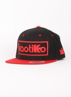 Kaotiko BCN · Tienda Online - Accesorios Moda - Gorras: CAP SNAP RECT. NEGRO/ROJO