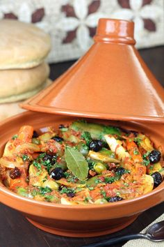 World Food- Moroccan Food. Vegetables are stewed in an aromatic tomato sauce until succulent and tender in this recipe for Simple Vegetable Tagine. Morrocan Food, Moroccan Dishes, Moroccan Recipes, Vegetarian Recipes, Cooking Recipes, Healthy Recipes, Vegetarian Tagine, Healthy Food, Tajin Recipes