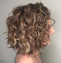 Messy Bob For Curly Hair Messy Curly Hair, Blonde Curly Hair, Colored Curly Hair, Haircuts For Curly Hair, Medium Bob Hairstyles, Curly Hair Cuts, Messy Hairstyles, Short Hair Cuts, Messy Bob