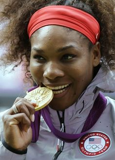 Serena Williams pose during the podium ceremony of the women's singles final match