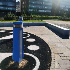 Joskus suunnittelualueet ovat hyvinkin kompakteja! Jyväskylän satamapuistoa haluttiin täydentää lisäämällä puistoon interaktiivinen Memo-leikkiväline. Memolle löytyi sopiva paikka nykyisten kevytväylien varrelta olemassa olevan muurin kainalosta, jolloin väline on helposti saavutettavissa samalla kun leikkialue on kuitenkin rajattu erilleen kulkuväylästä. Memoa vastapäätä sijaitsee aiemmin rakennettu ulkokuntoilualue, ja nyt ne muodostavat  yhdessä koko perheelle soveltuvan liikuntapaikan ✨… Sidewalk, Instagram, Side Walkway, Walkway, Walkways, Pavement