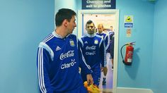 Messi y Aguero Messi, Pitch, Soccer, Bliss, Sports, Tops, Fashion, Hs Sports, Moda