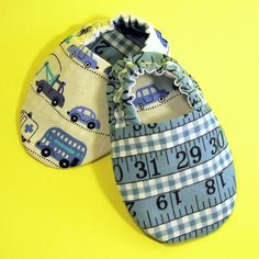 OM! Making reversible baby shoes is fun!!!! by elnorac, via Flickr