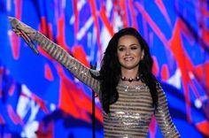 """La cantante estadounidense Katy Perry compartió un cómico video a través de sus redes sociales en el que aparece desnuda e invita al público estadounidense a ejercer su voto el próximo 8 de noviembre para elegir al próximo presidente de los Estados Unidos Unidos. """"Puedes ir a votar como tú quieras, incluso con lo que llevas puesto al levantarte"""", dice Katy Perry en el videoclip publicado este martes en sus cuentas de Facebook y Twitter. Aunque en el video la intérprete no hace alusión a…"""