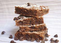 חיתוכיות שקדים ושוקולד ללא קמח עם שוקולד צ'יפס (צילום: מירב גביש) Israeli Desserts, Chocolat Cake, Dairy Free Brownies, Donut Bar, Passover Recipes, Peanut Butter Brownies, Lactose Free, Gluten Free, Brownie Cookies
