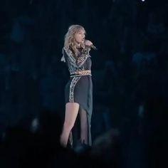 Taylor Swift Singing, Taylor Swift Fan Club, Taylor Swift Concert, Taylor Swift Videos, Taylor Alison Swift, Live Taylor, Red Taylor, Swift Tour, Black Panther Art