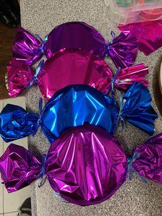 Candy land theme decor Christmas Float Ideas, Candy Land Christmas, Candy Christmas Decorations, Diy Halloween Decorations, Christmas Crafts, Candy Land Decorations, Xmas, Christmas Games, Candy Themed Party