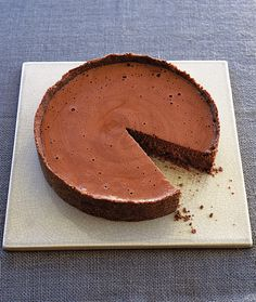 This rich chocolate mousse is encased in a biscuit case – it makes a great make-ahead dessert recipe for dinner parties or special occasions. Mississippi Mud Pie, Baking Recipes, Cookie Recipes, Dessert Recipes, Gourmet Desserts, Kitchen Recipes, Plated Desserts, Rice Recipes, Recipes Dinner