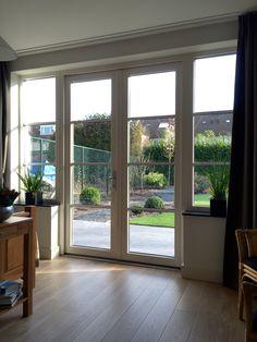 Dubbele deuren in kunststof kozijn uitgevoerd met horizontale roede verdeling (wienersprosse) www.denkit.nl
