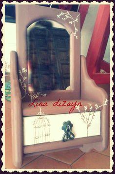 espejo con repisa pintado a mano motivo jaulas vintage. por: Lina dizayn