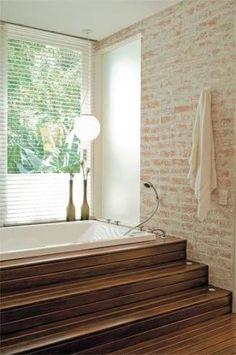 banheiro com tijolo a vista patinado