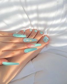 Semi-permanent varnish, false nails, patches: which manicure to choose? - My Nails Summer Acrylic Nails, Best Acrylic Nails, Summer Nails, Acrylic Toes, Aycrlic Nails, Hair And Nails, Coffin Nails, Perfect Nails, Gorgeous Nails