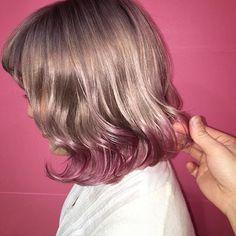 WEBSTA @ yusukeota25 - 毛先ベリーピンク・春に向けてピンク系カラーのオーダー増えてます・前頭ピンクも可愛いけれど毛先により発色のいいピンクをアクセントにいれても・・今年の春はアクセントカラーで楽しんじゃいましょう・・インスタグラムからのご予約お待ちしてます✨コメント、DMからいつでもご連絡ください・#ピンク#ベリーピンク#ハイトーン#アクセントカラー#アクセント#グラデーション#ハイライト#外国人風カラー#マニックパニック#ヘアアレンジ#ヘアセット#アレンジ#ヘアカラー#f4f#fashion#followme#l4l#お洒落#ピンク#Kenje#Kenje藤沢#湘南#藤沢#yusukestyle#美容師#美容学生#学生