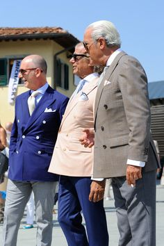 PITTI UOMO - TRENDS - MONSIEUR JEROME  Classic italian: Blue or beige blazer with white pants, pocket square, tie of course but also bracelets (even neon colors) or polka dots belt.