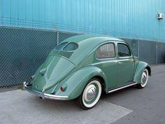 1949 #VW Sedan...verde menta