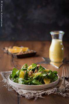 Kleines Kulinarium: Feldsalat mit Orangenvinaigrette und karamellisierten Walnüssen