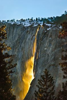 (14/1) A. Navar's answer to Nature: What are some of the best rare natural phenomena that occur on Earth? - Quora  Sunset sunlight turning Horsetail Falls into a Giant Optical Waveguide in February.