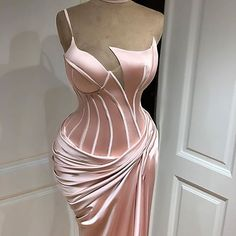 SHE LOVES DRESSES !!! (@she.loves.dresses) • Instagram photos and videos Gala Dresses, Event Dresses, Couture Dresses, Casual Dresses, Fashion Dresses, Pink Formal Dresses, Beautiful Evening Gowns, Ball Gowns Evening, Pretty Dresses