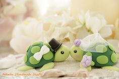 OMG...turtle wedding cake toppers! SUPER CUTE!!! I wonder how hard chuckwalas would be ;)