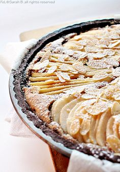 Crostata di pere con frolla al cacao e frangipane al fondente