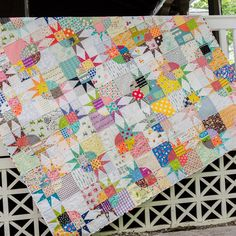 Scrappy Star quilt with lots of low volume fabrics, #pickledishvariation #redpepperquilts pattern