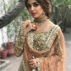 BTS of this amazing bridal shoot by Faiza Saqlain paired with Samreen Vance Jewels with the ever so gorgeous Maya Ali ♥️ Shadi Dresses, Pakistani Formal Dresses, Pakistani Wedding Outfits, Indian Dresses, Indian Outfits, Nikkah Dress, Indiana, Pakistani Couture, Desi Clothes
