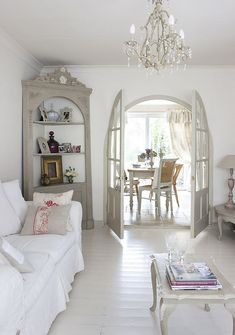 nice 70 Beautiful White Shabby Chic Living Room Decoration Ideas  https://decoralink.com/2017/10/07/70-beautiful-white-shabby-chic-living-room-decoration-ideas/