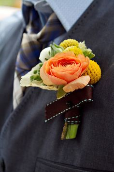 love the ribbon ranunculus boutonniere, peach ranunculus, craspedia. Chic Wedding, Wedding Blog, Floral Wedding, Wedding Ideas, Wedding Album, Wedding Groom, Wedding Decor, Ranunculus Boutonniere, Boutonnieres
