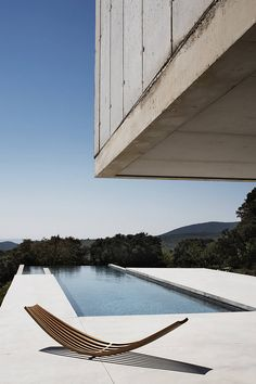 Sling sunbed by Boffi Bain at Luberon, France house designed by Studio KO - Decoration for House Villa K, Interior Architecture, Interior And Exterior, Boffi, Alvar Aalto, Swimming Pool Designs, Interior Design Studio, Modern House Design, Contemporary Design