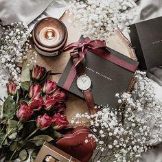Идея для фото в инстаграм. Flatlay, раскладка, настроение, вдохновение, розы, уют #фото #вдохновение #flatlay