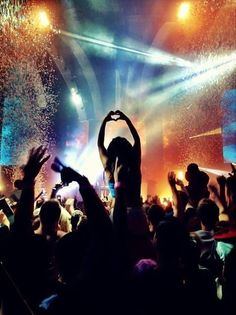 ♡ Rave ♡ Heart ♡ Girl ♡ Hands in the air ♡