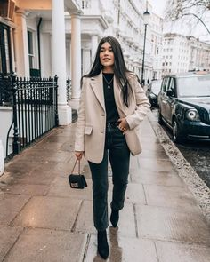 Blazer Outfits For Women, Classy Outfits, Casual Outfits, Cute Outfits, Beige Blazer Outfit, Look Blazer, Casual Blazer, Black Mom Jeans Outfit, Blouse Outfit