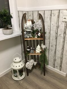 Wonderful Free of Charge Sleigh christmas sleigh Ideas hristmas is probably the most liked of breaks when everybody receives anything, therefore we have t Sled Decor, Ladder Decor, Christmas Tablescapes, Christmas Decorations, Rustic Christmas, Christmas Diy, Kitchen Ornaments, Navidad Diy, Diy Weihnachten