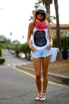 Blouse: PersonalClothink Shorts: Zara (old) Sandals: Zara (ss13) Bracelet: Link Bag: Zara (ss13) Scarf: Link Hat: Local Store