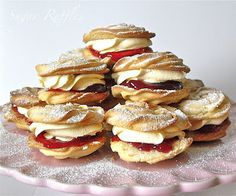 Viennese Whirls Viennese whirls make a lovely Jubilee treat. I made half of mine with strawberry jam and half with raspberry jam. Birthday Cake Alternatives, Wedding Cake Alternatives, Mini Cakes, Cupcake Cakes, Viennese Whirls, Biscuit Bar, Traditional Wedding Cake, Homemade Cake Recipes, Wedding Cakes With Cupcakes