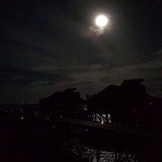 Full moon during our last night in the Maldives ☺️☺️☺️ #fullmoon #maldives #sixsenseslaamu #paradise #honeymoon #love #couldntaskformore ❤️