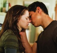 "Bella and Jacob's almost Kiss. Jacob to Bella: ""Bella, que quowle."" I don't know what that means in Quileute language, but my guess is that it probably means ""I love you"" or ""stay with me forever."" I may never know, but I love this scene anyway."