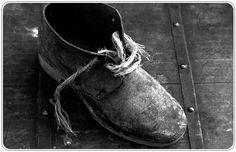 Мудрость жизни:  Прежде чем осуждать кого-то, возьми его обувь и пройди его путь, попробуй его слёзы, почувствуй его боль, наткнись на каждый камень, об который он споткнулся, и только после этого говори, что ты знаешь как правильно жить.