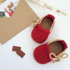 Buccaneer Booties pattern by Mamachee Crochet Baby Boy Hat, Crochet Baby Sandals, Crochet Shoes, Crochet For Kids, Baby Knitting, Knitted Baby, Crochet Dolls, Baby Shoes Pattern, Knitted Booties
