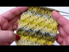 Net patent in rounds one color – Honeycomb Brioche Stitch in Rounds one color – Socken Stricken Knitting Videos, Knitting Stitches, Knitting Socks, Knitting Patterns, Crochet Patterns, Crochet Hooded Scarf, Knit Crochet, Knit In The Round, Crazy Socks