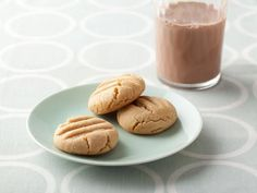 Peanut Butter Cookies - pour out 1/2 of the excess oil of PB; less sugar (double recipe - 340g); works well with GF flour; ダブルレシピ 106個